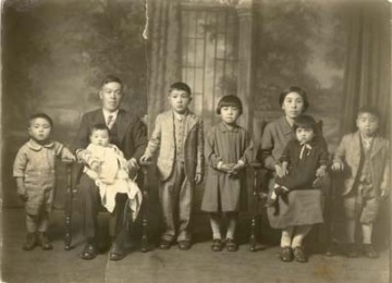 The Mikami Family circa 1925 - Mikami Vineyards